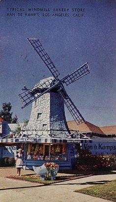 GoAltaCA | One of Van De Kamp's Windmill Bakery Stores in Los Angeles, c.1940s
