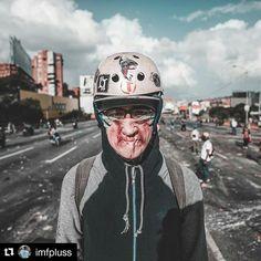 Foto de @imfpluss No lo conoces pero si reconoces sus motivos . #29may #ccs #caracas #caminacaracas  Caras de una protesta.//Protest faces. #Caracas #Venezuela #29M #CarasDeUnaProtesta