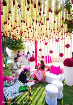Find 22 most creative and beautiful Mehndi decor ideas. Get ideas for your mehandi day from Chic & Stylish mehndi decoration ideas which are easy to set up. Tent Decorations, Lanterns Decor, Indian Wedding Decorations, Flower Decorations, Colorful Centerpieces, Mehendi Decor Ideas, Mehndi Decor, Best Wedding Planner, Destination Wedding Planner