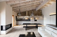 This modern renovation of a rural home by Dom Arquitectura nonetheless retains many design characteristics that people associate with rural homes Interior Architecture, Interior And Exterior, Interior Design, Interior Modern, Design Case, Deco Design, Tile Design, Farmhouse Design, Rustic Farmhouse