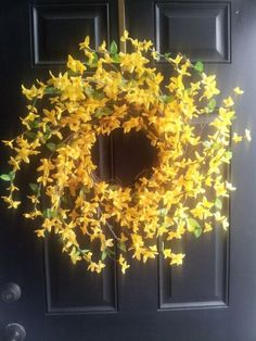 Spring Wreath for Front Door. Yellow door wreath, bright, bold and beautiful :) Welcome Signs Front Door, Front Door Decor, Wreaths For Front Door, Door Wreaths, Front Porch, Wreath Crafts, Diy Wreath, Wreath Ideas, Decor Crafts