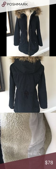 Hollister Faux fur & Shearling Hooded Coat Navy Hollister Faux fur & Shearling Hooded Coat Navy. Worn one time. Super clean. Pet free smoke free home. Inside has a quilted lining. Drawstring to adjust waistline located in back. Very nice. Hollister Jackets & Coats