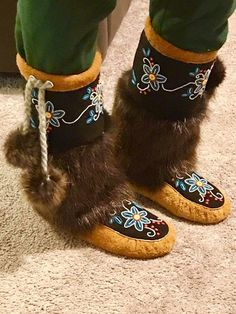 My mukluks size 8 Native American Regalia, Native American Crafts, Native American Beadwork, Bead Embroidery Patterns, Seed Bead Patterns, Beaded Embroidery, Beaded Earrings Native, Beaded Moccasins, Over Boots