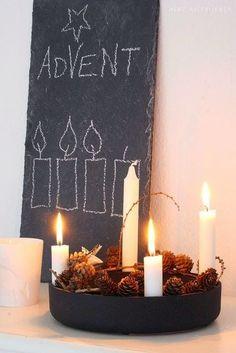 Eenadventskransis een hangende ronde krans van gevlochtendennen- ofsparrengroenals symbool van hoop met vierkaarsenwaarvan tijdens deadvent er elke week één meer wordt aangestoken. De kranswordt zowel in huis als in dekerkgebruikt. Op de laatste zondag voor kerst branden dus alle kaarsen....