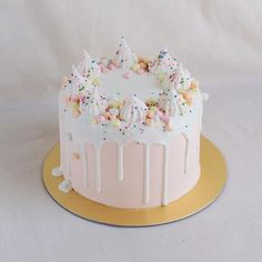 Solid Colour with White Chocolate Drizzle and Meringue Decor - Custom Bakes by Edith Patisserie Birthday Cakes For Teens, Cool Birthday Cakes, Birthday Cake Decorating, Birthday Ideas, Funfetti Kuchen, Funfetti Cake, Food Cakes, Cupcake Cakes, Cake Icing