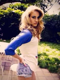 Lana Del Rey + blonde hair =perfection... Gotta say, she's rocking the Grace Helbig look