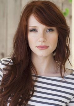 "Auburn hair color is a variation of red hair color but is more brownish in shade. Just like the ombre,Read More Flattering Auburn Hair Color Ideas"" Bryce Dallas Howard, Hair Color Auburn, Auburn Hair Copper, Dark Copper Hair, Red Copper Hair Color, Bronze Hair, Gold Hair, Long Hair With Bangs, Long Hairstyles With Bangs"