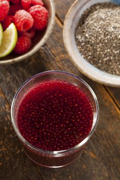 There's nothing quite as refreshing as an agua fresca — except for all the sugar it's usually made with. Containing only a small amount of raw honey, this agua fresca smoothie gets a superfood boost with the addition of high-fiber chia seeds. Yummy Drinks, Healthy Drinks, Healthy Snacks, Healthy Eating, Yummy Food, Fancy Drinks, Healthy Smoothies, Fast Metabolism Diet, Metabolic Diet