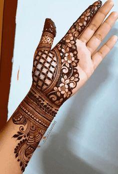 Right Hand Mehndi Design, Mehndi Designs Front Hand, Indian Henna Designs, Latest Arabic Mehndi Designs, Rose Mehndi Designs, Legs Mehndi Design, Stylish Mehndi Designs, Latest Bridal Mehndi Designs, Full Hand Mehndi Designs
