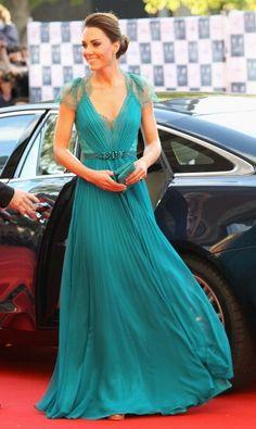 Kate Middleton Elegant Look in Blue Lace Dress!