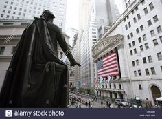 george-washington-monument-in-front-of-flag-at-wall-street-stock-exchange-CRGR81.jpg (1300×956)