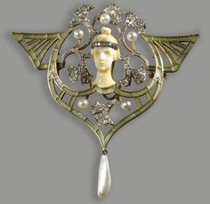 An art nouveau diamond, pearl, green enamel, platinum and eighteen karat gold pendant brooch, circa 1900 Bijoux Art Nouveau, Art Nouveau Jewelry, Jewelry Art, Fine Jewelry, Jewelry Design, Enamel Jewelry, Antique Jewelry, Vintage Jewelry, Gold Jewellery