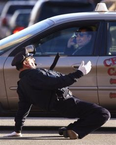 Tony the dancing cop stops holiday traffic in #Providence #RhodeIsland