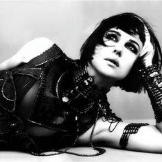 Monica Bellucci in Gothy wear! AWESOME!!!
