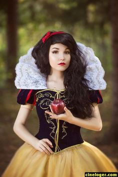 Disney Cosplay Christine [as Snow White] (Cosplay by KikoLondon Belle Cosplay, Disney Cosplay, Epic Cosplay, Cosplay Dress, Amazing Cosplay, Disney Costumes, Cosplay Outfits, Cosplay Girls, Disney Princess Cosplay