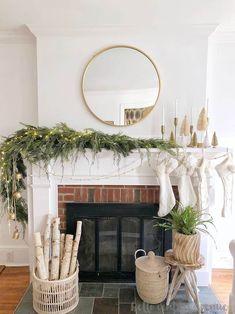 Diy Christmas Decorations For Home, Christmas Mantels, Noel Christmas, Simple Christmas, Holiday Decorating, Garland Mantle Christmas, Christmas Ideas, Mantle Garland, Modern Christmas Decor