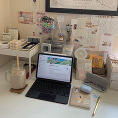 Desk Inspo, Desk Inspiration, Study Space, Study Desk, Small Bedroom Hacks, Study Room Decor, Desk Setup, Pc Setup, Desk Makeover