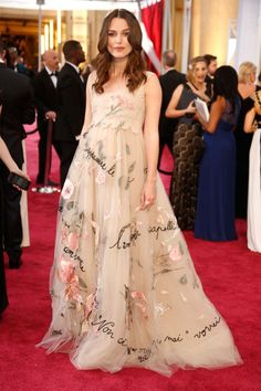 <p>Keira made pregnancy look romantic at the 2015 Oscars. Her blush-toned gown, which featured an empire waist that framed her bump, was gorgeously designed with flower petals and French phrases.</p> Keira Knightley Pregnant, Keira Christina Knightley, Maternity Fashion, Maternity Dresses, Maternity Wear, Best Oscar Dresses, Vestidos Oscar, Oscar Fashion, Pregnant Celebrities