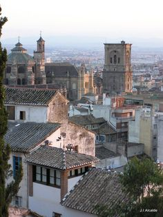 Granada, one dayyy ❤ Granada Andalucia, Granada Spain, Places In Europe, Places To See, Places Ive Been, Madrid, Valence, Spain Holidays, Grenade