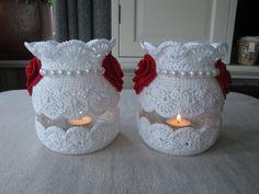 Imagem semelhante - New Site Crochet Cup Cozy, Crochet Home, Crochet Gifts, Crochet Jar Covers, Crochet Wedding, Crochet Decoration, Wedding Vases, Mason Jar Centerpieces, Mason Jar Crafts