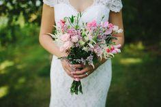 Bröllopsfotograf & familjefotograf i Stockholm - Emma Eriksson Floral Bouquets, Floral Wreath, Beautiful Flowers, Fragrance, Wreaths, Wedding Dresses, Photography, Fashion, Flower Bouquets