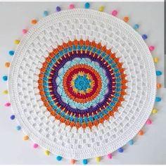 Pin de cennet nur em hobi crochet needles, crochet mandela e Crochet Mandala Pattern, Crochet Circles, Crochet Round, Crochet Home, Love Crochet, Crochet Crafts, Crochet Doilies, Crochet Flowers, Crochet Projects