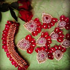 Order Fresh flower poolajada, bridal accessories from our local branches present over SouthIndia, Mumbai, Delhi, Singapore and USA. South Indian Wedding Hairstyles, Bridal Hairstyle Indian Wedding, Bridal Hair Buns, Bridal Hairdo, Bridal Hair Flowers, Indian Hairstyles, Flower Hair Accessories, Wedding Hair Accessories, Flower Jewelry