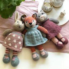Och så var dem tre #littlecottonrabbits #knittedtoys #knitteddolls