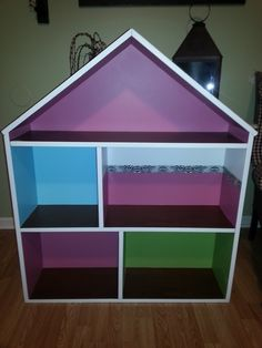 Simple Livin: DIY Barbie Doll House Use wood grain contact paper for flooring and maybe washi tape or duct tape for accents. Scrapbook paper for wallpaper. Barbie Doll House, Barbie Dream, Barbie Dolls, Barbie Stuff, Barbie Clothes, Barbie Furniture, Dollhouse Furniture, Monster High House, Doll House Plans