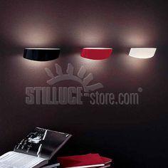 Leucos Link P lampada da parete on diffusore in vetro soffiato, incamiciato e satinato. Colore diffusore: bianco, nero o rosso Supporto: metallo nichel spazzolato
