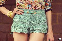 http://fashioncoolture.com.br/2012/10/12/look-du-jour-everybodys-changing/