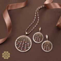 """""""Beautiful things don't ask for attention"""" Get Rose gold & white gold chain pendant sets. Gold Chain With Pendant, Pendant Set, Stylish Jewelry, Fashion Jewelry, Manubhai Jewellers, Gold Jewellery Design, Jewelry Art, Stone Jewelry, Jewels"""