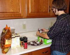 Filling jars for the Texas 2 step soup mix. Home Canning Recipes, Soup Recipes, Cooking Recipes, Mason Jar Meals, Meals In A Jar, Mason Jars, Jar Gifts, Food Gifts, Texas 2 Step
