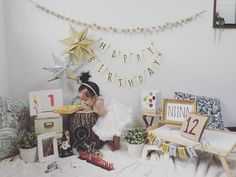 1歳の誕生日は子供にとって初めての誕生日。盛大にかわいく飾り付けして足型を取ったり一升餅を準備したりと盛大にお祝いする家庭が増えてきています。ちょっとしたテクニックで人と差がつく、簡単な飾り付け&お祝い方法を先輩ママから学びましょう。ママも本気の1歳誕生日の素敵なデコレーション・ノウハウをまとめました。 Half Birthday, Birthday Photos, Birthday Party Decorations, Birthday Parties, Baby Art, Creative Kids, Cake Smash, Party Fashion, Baby Photos