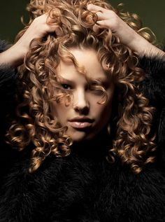 Discover great natural curly hair styles for short and long hair. Change your curly hair looks. See photos and comments of hairstyles for curly hair. Crazy Curly Hair, Curly Hair Tips, Curly Hair Care, Long Curly Hair, Curly Girl, Curly Hair Styles, Natural Hair Styles, Natural Curls, Soft Curls