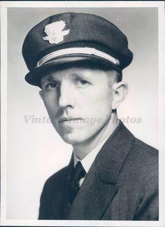 1938 Photo HE Neuman TWA Pilot Uniform Portrait Suit Tie Hat Original Rare