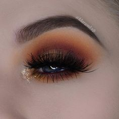 klaramkup Rust I am finally back with a new look! And tomorrow there will hopefully be a mini tutorial up on this look! hope you like it I used: @anastasiabeverlyhills Subculture palette and dipbrow pomade in medium brown @morphebrushes 35B palette @hudabeauty @shophudabeauty Desert Dusk palette @kandy4beauty glitter palette @houseoflashes radiant lashes #morphebabe