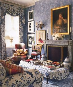 Blue and white living room with fireplace by Charlotte Moss ~ Veranda Magazine. This is a beautiful room. Very English Country feel. Home Interior, Interior Design, Interior Ideas, Interior Decorating, Decorating Ideas, Veranda Magazine, Floral Room, English Country Style, French Country