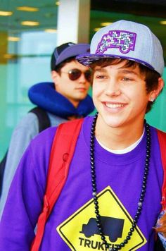 Austin Mahone in his Trukfit gear... lol at the guy with the neck pillow behind him bahaha. reminds me of the awkward bathroom pictures that Austin and Alex used to take... like if you know what I mean ;)