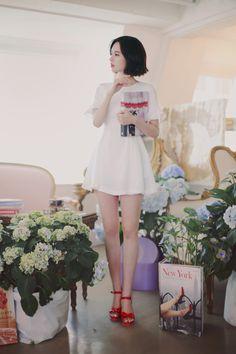 Pretty Asian, Beautiful Asian Girls, Asian Fashion, Girl Fashion, Unif Clothing, Yoon Sun Young, Lovely Legs, Girl Photography Poses, Korean Outfits