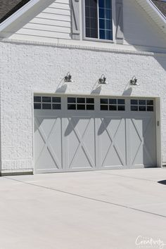 Transform and update the exterior of your home instantly by replacing garage doors with a more modern garage door design. We're showing you garage door styles to consider and what you need to think about when choosing modern garage door designs. Metal Garage Doors, Garage Door Colors, Garage Door Paint, Modern Garage Doors, Garage Door Decor, Garage Door Styles, Garage Door Design, Farmhouse Architecture, Modern Farmhouse Exterior