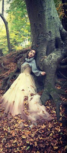 Neslihan Atagül Prettiest Actresses, Bear Wallpaper, Actrices Hollywood, Turkish Actors, Anime Art Girl, Best Actor, Kara, Color Inspiration, Fashion Photography