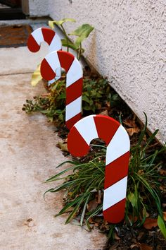 Candy Cane Outdoor Christmas Holiday Yard Art by IvysWoodCreations Christmas Yard Art, Christmas Yard Decorations, Christmas Wood Crafts, Noel Christmas, Disney Christmas, Christmas Projects, Christmas Lights, Christmas Ornaments, Holiday Decor