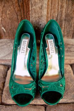 stylish shoes, wedding heels, bridal fashion, high heels, green, emerald, beautiful details, badgley mischka, wedding photography :: Abigail + Daniel's Wedding at Shade Trees and Evergreens in Frederick, MD :: with Kait @badgleymischka