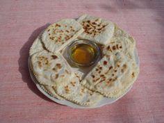 Kıbrıs Köftesi     1 kg patates (yaklaşık 4-5 adet)  150 g kıyma  1 adet soğan  1 adet yumurta  2,5 dilim ekmek içi  Yeteri kadar maydanoz...