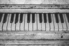 Vintage Black and White Piano Keys - Wood Print Tumblr Hipster, Piano Lessons, Music Lessons, Vieux Pianos, Chopin Ballade, Piano Photography, Photos Encadrées, Stock Photos, Free Photos