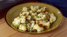 Mary Berry made tasty roasted cauliflower in olive oil seasoned with sea salt and black pepper, served with a delicious lemon dressing on Mary Berry's Foolproof Cooking. The ingredients for t… Lemon Dressing Recipes, Lemon Recipes, Roasted Cauliflower, Cauliflower Recipes, Cauliflower Bread, Healthy Salad Recipes, Vegetable Recipes, Savoury Recipes, Lemon Pavlova Recipe