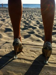 Ideales para fiestas en la playa! (alguna vez intentaste caminar por la arena con zapatos de tacón?) :) #Protectores #Llellés