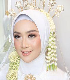 Hijab Wedding Dresses, Bridal Dresses, Wedding Proposals, Wedding Couples, Wedding Beauty, Wedding Makeup, Flawless Makeup, Beauty Makeup, Couple Photography