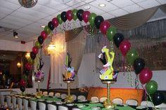 Single balloon arch over dais table.